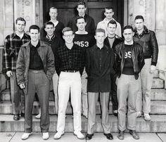 College guys ca. 70s Fashion Men, Turkish Fashion, Vintage Fashion, Preppy Boys, Preppy Style, Ivy League Style, College Guys, Ivy Style, Sharp Dressed Man
