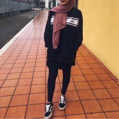 Which outfit do you like ? Modern Hijab Fashion, Street Hijab Fashion, Hijab Fashion Inspiration, Arab Fashion, Islamic Fashion, Muslim Fashion, Fashion Outfits, Sport Inspiration, Style Fashion