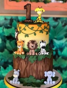 Safari Party: 70 tips and step by step for an animal party - João 1 at . - Safari Party: 70 tips and step by step for an animal party – João 1 at … - Jungle Birthday Cakes, Jungle Theme Cakes, Safari Theme Birthday, Animal Birthday Cakes, Boys First Birthday Party Ideas, Baby Boy 1st Birthday Party, Jungle Theme Parties, Jungle Safari Cake, 1st Birthday Boy Themes
