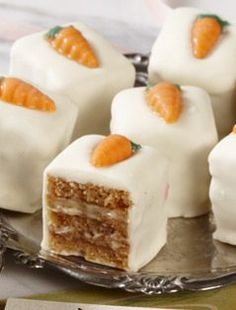 Carrot Cake Petit Fours-Bissinger's Handcrafted Chocolatier Just Desserts, Delicious Desserts, Dessert Recipes, Cheesecake Recipes, Mini Cakes, Cupcake Cakes, Mini Patisserie, Petit Cake, Little Cakes