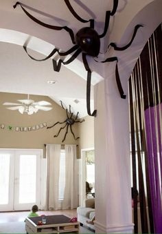 spider halloween decor - balloon and streamers