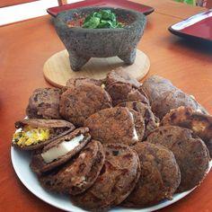 Bocoles Negros por Elizama Requena, típicos de Poza Rica, Veracruz. – Recetas Itacate