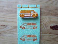 Défi de juillet... Notre camion VW T4 orange, fraîchement réaménagé pour accueillir une petite personne de plus :-) De futures destinations s'annoncent !!