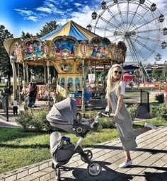 We wish we could take a mid-week carnival adventure!  Where are you going this weekend with your little ones? 📸: @anzhela_gavrilova