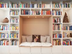 Home library layout: 20 modern examples that will enchant the . Aménagement bibliothèque maison : 20 exemples modernes qui vont enchanter les … Home library layout: 20 modern examples that will delight bibliophiles! Home Design, Home Office Design, Interior Design, Design Salon, Design Desk, Bookshelf Design, Home Library Decor, Home Library Design, Library Ideas