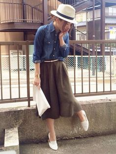Not quite brave enough for gaucho pants but this is cute Work Fashion, Retro Fashion, Womens Fashion, Fashion News, Cool Style, My Style, Retro Style, Wide Pants, Pants Outfit