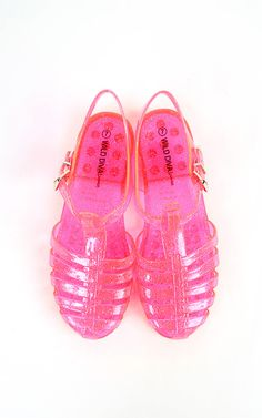 Fun fun fun! Love jelly sandals. These neon jelly ones are too cute!  | MakeMeChic.com
