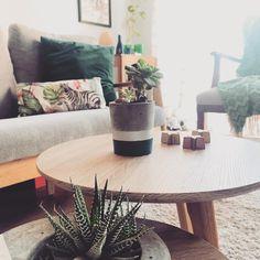 * buen domingo 💕 ................................. Table, Furniture, Home Decor, Homemade Home Decor, Mesas, Home Furnishings, Desk, Decoration Home, Tabletop