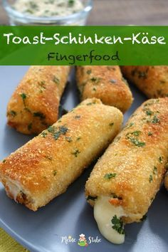 Fingerfood A recipe for cheese and ham rolls with toast and a parmesan . - Fingerfood A recipe for cheese and ham rolls with toast and a Parmesan pandade. Great for in betwee - Easy Dinner Recipes, Snack Recipes, Healthy Recipes, Summer Recipes, Quick Easy Meals, Brunch Recipes, Cake Recipes, Vegetarian Recipes, Ham Rolls
