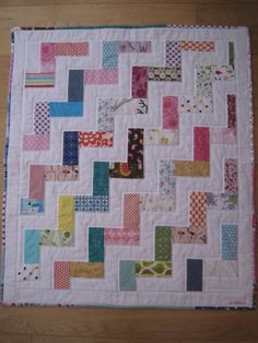 Simple, but effective, rail fence quilt. Gingham Quilt, Gingham Fabric, Patchwork Fabric, Quilting Tips, Free Motion Quilting, Quilting Projects, Sewing Projects, Baby Patterns, Quilt Patterns