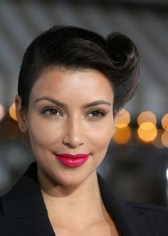 Kim Kardashian Pink Lipstick - Kim Kardashian Beauty Looks - StyleBistro
