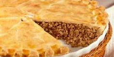 the classic french canadian tourtiere yummy Retro Recipes, Meat Recipes, Cooking Recipes, Yummy Recipes, World's Best Food, Good Food, Tortiere Recipe, Confort Food, Canadian Food