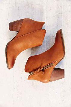 Cute fall booties. #stevemadden #cognac #ankleboots