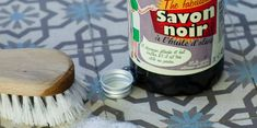 Make your own ecological cleaning products with black soap Cleaning Recipes, Cleaning Hacks, Cleaning Products, Basement Ceiling Insulation, Black Soap, House Smells, Root Beer, Clean House, Beer Bottle