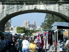This is the largest open market in Malta. Hawkers from all over the island come to Birgu, Vittoriosa, to sell their products ranging from vegetables, fruit, plants, clothes, shoes, household items, etc.