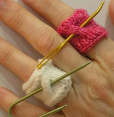 ever felt you could use just a couple more fingers sometimes when knitting cables, sewing in tails, etc.you ever felt you could use just a couple more fingers sometimes when knitting cables, sewing in tails, etc. Knitting Help, Loom Knitting, Knitting Stitches, Knitting Needles, Knitting Patterns Free, Hand Knitting, Crochet Patterns, Free Pattern, Knitting Needle Storage