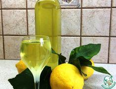 Рецепт: Итальянский ликер Лимончелло Limoncello, White Wine, Wine Glass, Alcoholic Drinks, Tableware, Recipes, Food, Liquor Drinks, Dinnerware