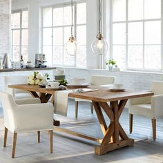 Love rustic table and lighting