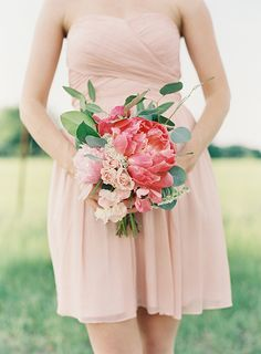 Gorgeous and lush bridesmaid bouquet. Flowers by Fern Studio. Photo by Landon Jacob (via Magnolia Rouge Magazine).