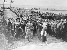 (C) Mourning the Ancient Berlin, Joseph Goebbels, Evil Empire, Germany Ww2, German Girls, World War Two, Historical Photos, Third, Battle