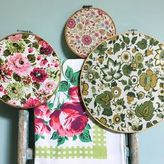 I used retro 1970s floral textiles to make these embroidery hoop fabric swatch…