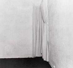 Yves KLEIN - Exposition du vide dans la galerie d'Iris Clert - 1958