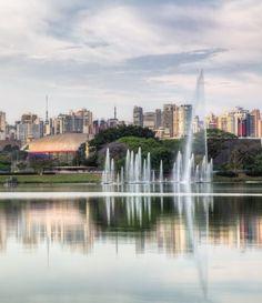O Parque Ibirapuera não só é o mais frequentado e conhecido parque de São Paulo, como também uma das mais importantes áreas de cultura e lazer da cidade.Com entrada gratuita desde 1954, o parque abre diariamente entre 5h da manhã até a meia noite.