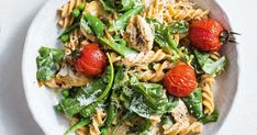 Creamy chicken and pea carbonara pasta 500 Calorie Meal Plan, Low Calorie Pasta, 500 Calorie Dinners, Meals Under 500 Calories, 300 Calories, Healthy Pastas, Healthy Recipes, Healthy Dinners, Midweek Meals
