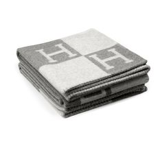 Made of 85 percent wool and 15 percent cashmere for that extra-comfortable touch, this Hermes grey Avalon blanket will certainly keep you warm, it is perfect to create a cozy atmosphere at home. Hermes Blanket, Cashmere Throw Blanket, Sr1, Black Camel, Elements Of Style, Art Of Living, Living Room, Condo Living, Soft Blankets