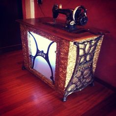 Reciclado. Damián Marrero. ReciclArte canarias. Convertimos una máquina de coser antigua en un mueble bar.