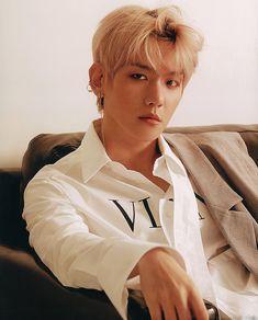exo baeky Blonde hair he looks sooooo handsome Baeky . exo exo_l sehun oohsehun 9 Sehun baekhyuny suho CHANYEOL d.o lay kai chen xiumin exo American Clothing Brands, Exo Korea, Human Poses, Baekhyun Chanyeol, Exo Exo, Shikamaru, Na Jaemin, Exo Members, Chanbaek
