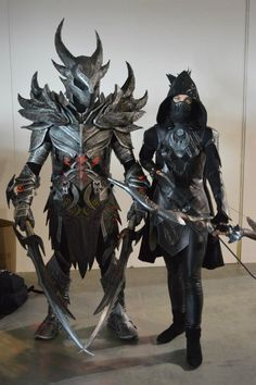 Crying because this Skyrim cosplay is perfection. The daedric armor is mindblowing and the Nightingale armor is gorgeous