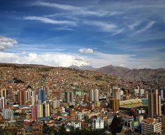#lapaz - faszinierend und atemraubend! Nicht zuletzt wegen der unglaublichen Höhe vom 4000 Metern. Nicht schlecht für eine Millionenstadt. Aber auch die freundlichen Einheimischen die mystischen Märkte und das feine Essen haben mich überzeugt! Warst du auch schon in La Paz?