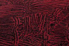intrigue japonaise #L'Intrigue Japonais un projet avant tout culturel que décoratif où la maîtrise de la broderie népalaise vient poussée au niveau le plus élevé de complexité pour décorer des coussins en cachemire pur avec des motifs tirés de l'illustration théâtrale japonaise du 18° siècle. http://nodusrug.it/it/collezione_tappeti_scheda.php?ID=INTJAP