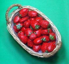 How to paint the stones: the strawberry