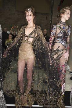 Alexander McQueen Fall 2016 Ready-to-Wear Fashion Show Beauty
