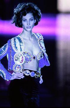 Christy Turlington lors du défilé Versace automne-hiver 1990-1991