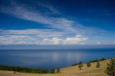 """Es un lago de origen tectónico localizado en la región sur de Siberia, en Rusia. También se le conoce con los nombres de """"el ojo azul de Siberia"""" o """"la perla de Asia"""" por la calidad de sus aguas, una de las mejores del planeta, debido a la baja contaminación. La Unesco lo declaró Patrimonio de la Humanidad en 1996.Es un lago de origen tectónico loc..."""