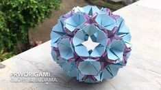 Origami Ball, Origami Paper, Morning Glory Flowers, Origami Diagrams, Modular Origami, Easy Paper Crafts, Handmade Christmas Decorations, Paper Stars, Paper Models