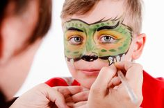 DIY Face Paint - sans toxins *JUST what I needed for my group's Halloween party this weekend. Going to check it out...