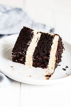 Guinness Chocolate Cake with Irish Buttercream features an easy, fudgy, and moist cocoa cake with Guinness beer and thick creamy, sweet Irish cream buttercream. The perfect homemade, from-sratch St. Patrick's Day or a birthday dessert recipe! Guinness Chocolate, Guinness Cake, Guinness Recipes, German Chocolate, Chocolate Cakes, Easy Cake Recipes, Dessert Recipes, Simple Recipes, Quick Recipes