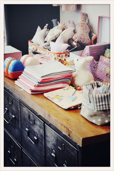 ignore the baby stuff, look at the dresser! Baby Deco, Kids Nightwear, Deco Kids, Hotel Interiors, Baby Bedroom, Kids Store, Week End, Guide, Baby Fever