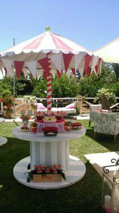 Find inspiration to create a memorable baby shower with the latest decoration tr… Lassen Sie sich inspirieren und kreieren Sie eine unvergessliche Babyparty mit den. Circus Birthday, Circus Theme, Birthday Parties, Candy Table, Candy Party, Holidays And Events, Party Planning, Diy And Crafts, Backyard