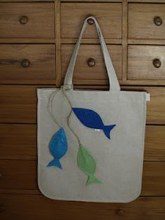 Items similar to Linen like Tote bag with Felt Fishes Applies on Etsy Fish and Chic espadrilles coll Jute Tote Bags, Denim Tote Bags, Diy Tote Bag, Diy Purse, Patchwork Bags, Quilted Bag, Marine Style, Felt Fish, Best Tote Bags