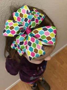 How to make hair bows in three easy styles - then change them, stack them, and add embellishments for a look that is perfect for the girls in your life! Bow Tie Hair, Baby Hair Bows, Ribbon Hair Bows, Diy Ribbon, How To Make Hair, How To Make Bows, How To Make Pinwheels, Pinwheel Bow, Hair Grips