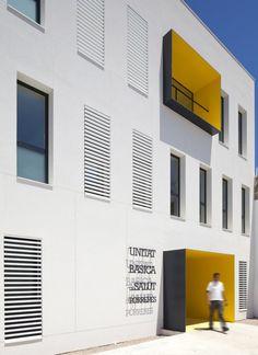 Porreres Health Center at Mallorca, Spain by Maca Studio Retail Facade, Shop Facade, Interior Architecture, Healthcare Architecture, School Architecture, Amazing Architecture, Architecture Details, Contemporary Architecture, Building Exterior