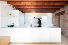 Interior Design for a Venetian Rural House / Didonè Comacchio Architects Solid Oak Dining Table, Living In China, Rural House, House 2, Cocinas Kitchen, Wooden Staircases, Apartment Renovation, Cozy Apartment, Best Interior Design