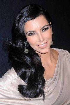 Kim Kardashian w/ retro curls & gorgeous makeup