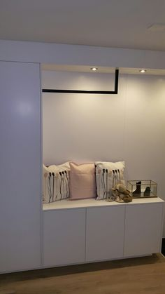 Decorating My First Apartment, Mudroom, Entrance, Sweet Home, Entryway, New Homes, Architecture, Interior, Stage