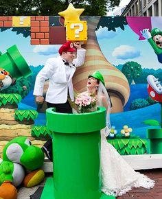 A Super Mario Bride and Groom Geek Wedding, Wedding Show, Wedding Games, Chic Wedding, Our Wedding, Dream Wedding, Geek Chic, Super Mario, Mario Bros
